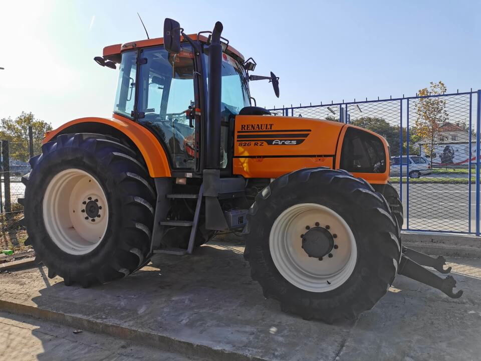 Renault Ares 826 RZ